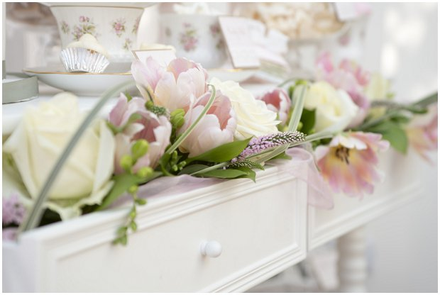 romantic-vintage-inspired-dessert-table-with-a-soft-colour-palette-of-pinks-ivorys-and-nudes_0000