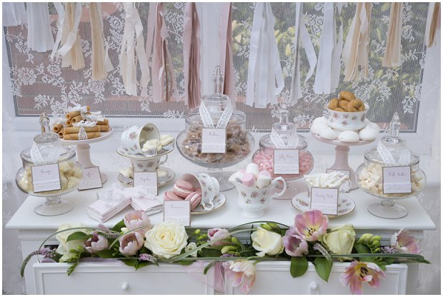 romantic-vintage-inspired-dessert-table-with-a-soft-colour-palette-of-pinks-ivorys-and-nudes_0002