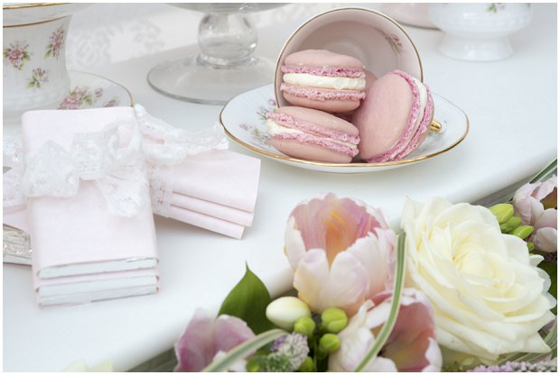 romantic-vintage-inspired-dessert-table-with-a-soft-colour-palette-of-pinks-ivorys-and-nudes_0004